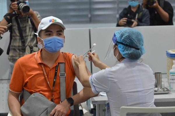 Trung tâm tiêm chủng VNVC hỗ trợ TP Hồ Chí Minh 100 đội tiêm vaccine COVID-19