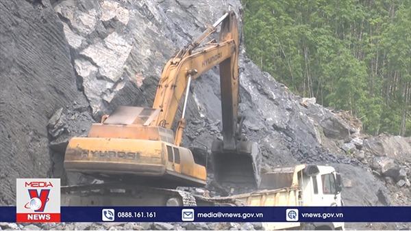 Hết giấy phép khai thác 5 tháng nhưng chưa thể đóng cửa mỏ đá