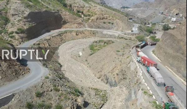 Cảnh xe hàng kéo dài nhiều km, đợi cả tháng ngoài cửa khẩu Afghanistan