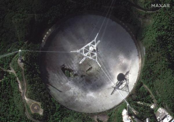 Sập kính viễn vọng khổng lồ tại Puerto Rico