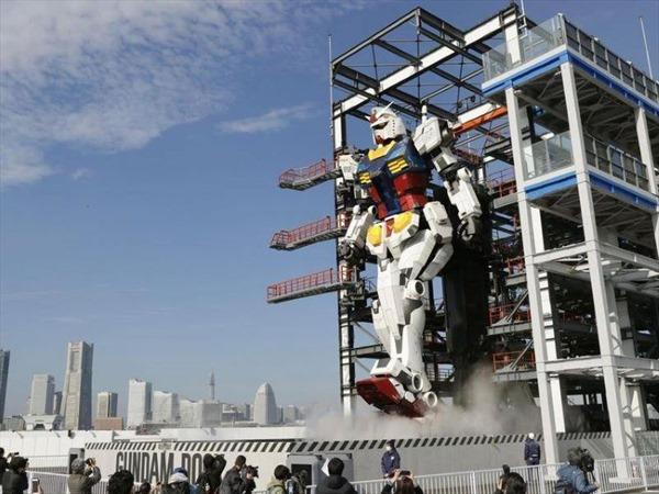 Nhật Bản ra mắt robot khổng lồ