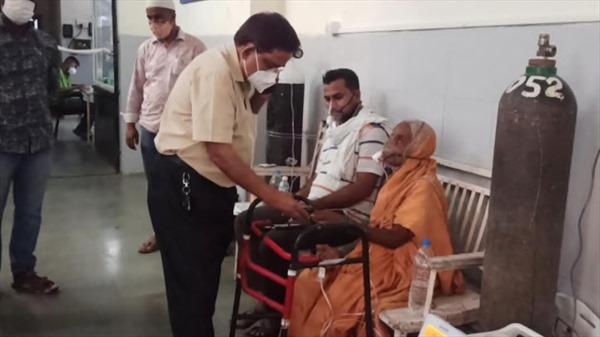 Bệnh nhân COVID-19 bất ngờ sống lại ngay trước khi bị hoả thiêu tại Ấn Độ