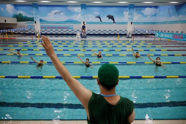 Bể bơi dành cho người cao tuổi đã tiêm vaccine COVID-19 tại Hàn Quốc