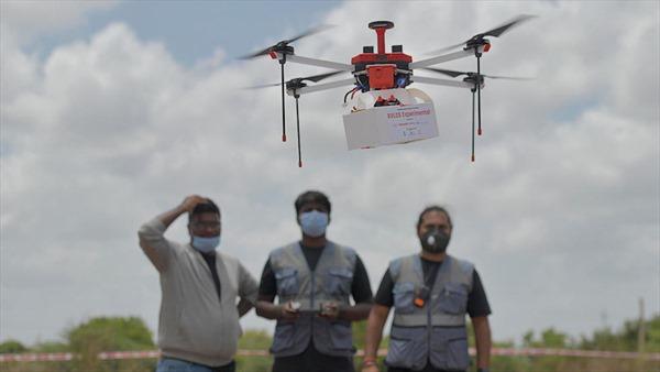 Ấn Độ dùng thiết bị bay không người lái vận chuyển vaccine COVID-19