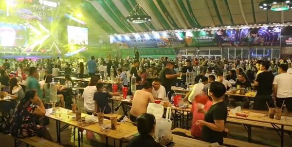 Trung Quốc tổ chức lễ hội bia lớn nhất châu Á bất chấp dịch bệnh