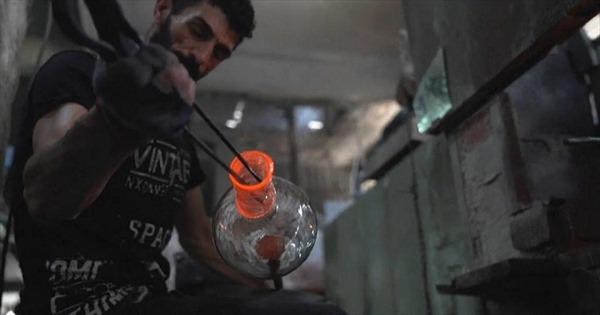 Tái chế kính vụn sau vụ nổ Beirut thành chai lọ