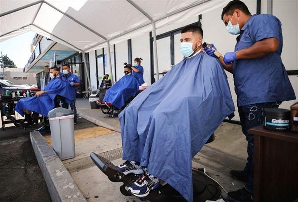 Pháp thu tóc người làm phao hút dầu tràn trên biển