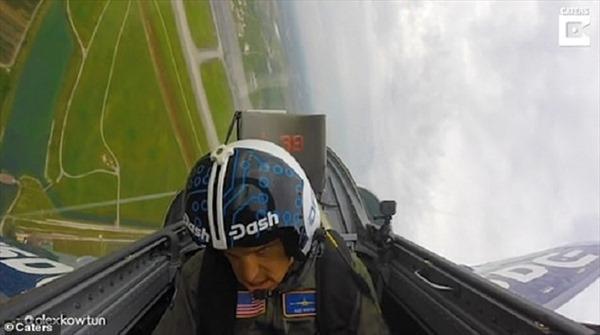 Phi công bất tỉnh giữa chuyến bay vì lực gia tốc quá lớn