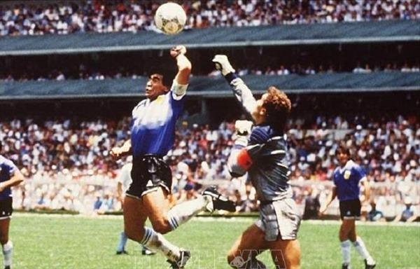 Ca khúc về huyền thoại Diego Maradona gây xúc động