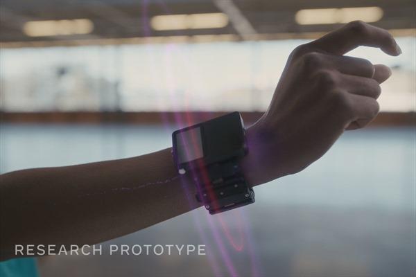 Facebook phát triển đồng hồ thông minh kết nối kính thực tế ảo