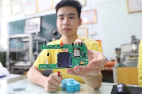 Tự kiểm soát tốc độ bình truyền hình bằng cách quét mã QR