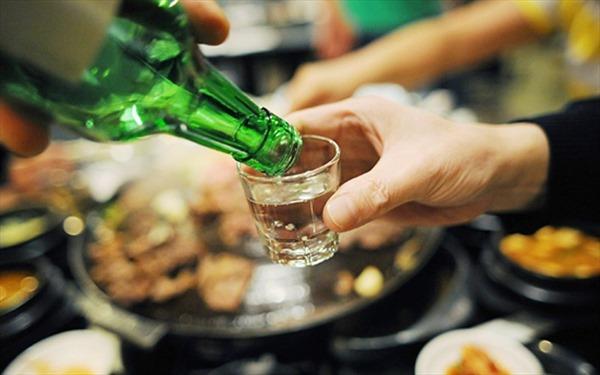 Quy định hạn chế hình ảnh diễn viên uống rượu, bia trên phim