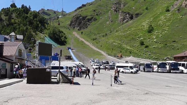 Thăm địa điểm tiêm vaccine COVID-19 ở ngọn núi cao nhất châu Âu