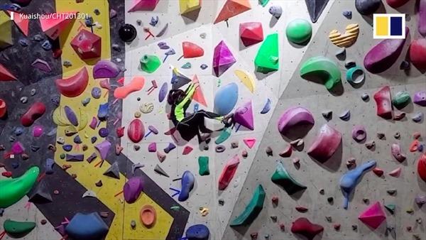 Kinh ngạc bé gái 8 tuổi ở Trung Quốc leo tường cao 12 mét chỉ trong 10 giây