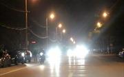 Phạt tới 800.000 đồng với ô tô, xe máy bật đèn pha trong khu đô thị buổi tối