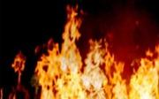 Đốt lửa sưởi ấm, một ngôi nhà gỗ bị cháy rụi