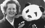 Lý do 'bà đầm thép' từ chối đi chung máy bay với gấu trúc
