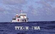 Đoàn công tác tàu Quân y 561 thăm, tặng quà tại đảo Phan Vinh và Tốc Tan