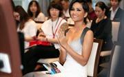 Hoa hậu H'Hen Niê: Chỉ ăn mì gói vẫn thức xem World Cup