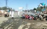 Cảnh xịt khử trùng tới tấp khắp đám đông ở Ấn Độ