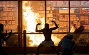 Cướp bóc, đốt phá bùng phát dữ dội ở Mỹ sau vụ người da màu bị cảnh sát ghì chết