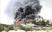 Cháy dữ dội tại công ty sản xuất băng keo