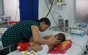 TP Hồ Chí Minh cảnh báo mùa cao điểm của bệnh tay chân miệng, sốt xuất huyết