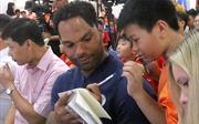 Hàng trăm em nhỏ làng trẻ SOS  giao lưu cùng danh thủ Lescott