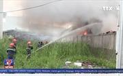Cháy nhà xưởng, khói bốc cao hàng trăm mét