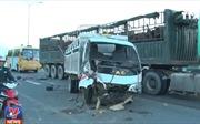Tai nạn liên hoàn giữa 3 xe ô tô, lái xe tử vong trong ca bin