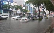 Nhiều tuyến phố Đà Nẵng chìm trong biển nước