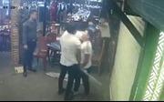 Truy tìm nhóm người đập phá quán ăn trong phố du lịch