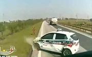 Vượt ẩu, ô tô bị húc văng hàng chục mét