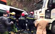 Xe khách giường nằm xoay ngang vì va chạm, 7 người thương vong