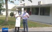 Bệnh nhân người Anh mắc COVID-19 tại Thừa Thiên - Huế ra viện