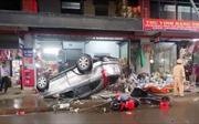Ô tô đâm liên hoàn làm 4 người bị thương