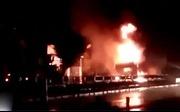Xe container cháy trên Quốc lộ 1A