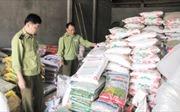 Tạm giữ hơn 9.000 kg phân bón khô nhập lậu, vi phạm nhãn mác