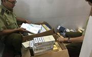 Bắt quả tang một thanh niên vận chuyển gần 1.000 bao thuốc lálậu
