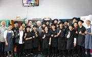 Bếp trưởng 40 năm trong nghề dạy nấu ăn cho các em nhỏ có hoàn cảnh khó khăn