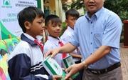 Quỹ Bảo vệ và Phát triển rừng tỉnh Kon Tum: Đồng hành cùng các em đến trường