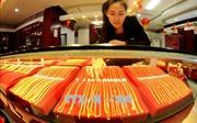 Vàng châu Á tăng giá sau bốn tuần giảm liên tiếp, chứng khoán nối tiếp đà tăng từ Mỹ