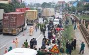 Xe tải đâm vào đoàn cán bộ đi viếng nghĩa trang, 8 người thiệt mạng, 5 người bị thương
