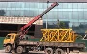 Tập kết thiết bị chuẩn bị tháo dỡ giai đoạn 2 tòa nhà 8B Lê Trực (Hà Nội)