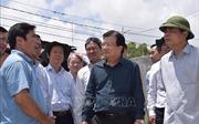 Phó Thủ tướng Trịnh Đình Dũng thị sát phòng chống lũ ở Đồng bằng sông Cửu Long