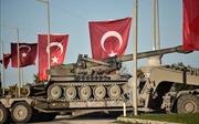Mỹ vừa ký lệnh rút quân, thiết giáp Thổ Nhĩ Kỳ đã ùn ùn tiến sát Syria