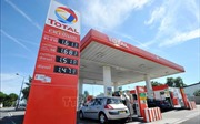 Giá dầu thế giới giảm xuống 52,57 USD/thùng
