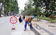 Hà Nội tiếp tục xén vỉa hè, dải phân cách để giảm ùn tắc giao thông