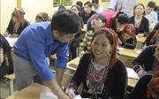 Thắp niềm tin từ lớp học xóa mù chữ cho đồng bào Dao