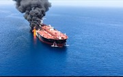 Tàu chở dầu lại bị tấn công trên Vịnh Oman, nguy cơ xung đột gia tăng